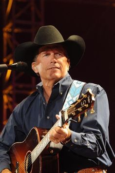George Strait is Preparing for His Last Ride Country Music Artists, Country Music Stars, Country Singers, Country Men, Country Girls, American Country, American Idol, Country Style, George Strait Family