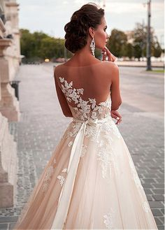 Buy discount Fabulous Tulle Bateau Neckline A-Line Wedding Dresses With Lace Appliques at Dressilyme.com
