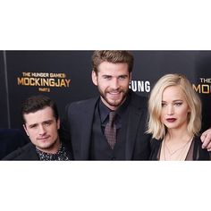 """@panem_propaganda's photo: """"We spent the day catching up on all of the #MockingjayPart2 press interviews and have posted a huuuuge round-up of videos on our site. Plus, the golden trio's latest talk show appearances. You can catch up while you're waiting to go to the theater for MJ2! Go to the site (link in bio) for all of the videos. #jenniferlawrence #joshhutcherson #liamhemsworth"""""""