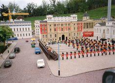 Palace Parade-replica