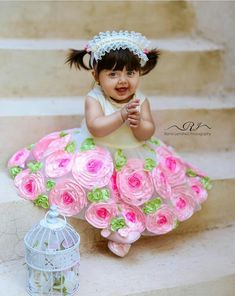 Cute Baby Boy Photos, Cute Kids Photos, Small Cute Babies, Cute Little Baby, Funny Baby Photography, Baby Girl Drawing, Cute Baby Girl Wallpaper, Cute Baby Dresses, Baby Girl Halloween