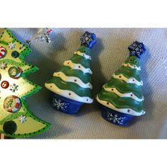 Christmas Sculpted Tree Salt and Pepper Set Pfaltzgraff Vintage 1990s... ($22) ❤ liked on Polyvore featuring home, kitchen & dining and serveware