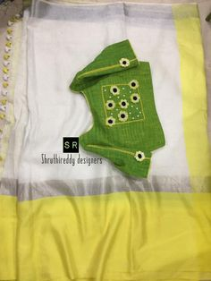 Pretty combo with lovely design. Lenin saree and green color designer blouse. Blouse with floral design hand embroidery thread work. Saree Blouse Patterns, Fancy Blouse Designs, Saree Blouse Designs, Hand Embroidery Designs, Embroidery Thread, Back Neck Designs, Blouse Models, Sumo, Thread Work