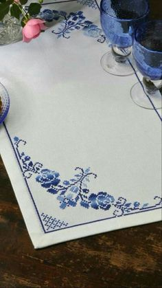 This Pin was discovered by Sök Just Cross Stitch, Cross Stitch Borders, Cross Stitch Rose, Cross Stitch Flowers, Cross Stitch Designs, Cross Stitching, Cross Stitch Embroidery, Embroidery Patterns, Cross Stitch Patterns
