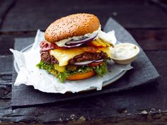 Burger Night, Recipe F, Coleslaw, Healthy Alternatives, Cheddar, Hamburger, Chicken Recipes, Sandwiches, Bbq