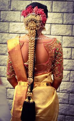 Bridal Hairstyle Indian Wedding, South Indian Bride Hairstyle, Indian Bridal Hairstyles, Indian Bridal Fashion, Indian Wedding Jewelry, Bridal Hairdo, Bridal Jewellery, Indian Weddings, Wedding Saree Blouse Designs
