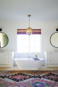 BECKI OWENS--Get the Look: Las Palmas Project Master Bathroom. A fresh white space with Moroccan influences and colorful accents. Bathroom Trends, Budget Bathroom, Bathroom Storage, Master Bathroom, Mirrored Furniture, Bathroom Furniture, Homemade Rugs, Storage Cabinets, Amazing Bathrooms