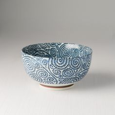 You will love this udon bowl from the collection Blue Scroll😍It's pattern is so interesting! Perfect for udon noodles or soup 🍜🍵 Udon Noodles, Serving Bowls, Decorative Bowls, Soup, Ceramics, Tableware, Pattern, Collection, Ceramica