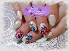 #MarsiDoesNails! #whitenails #flowernails #springnails #mermaidnails #whitechromenails