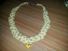 Collar trapillo color amarillo