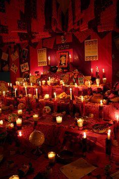 Dia de los Muertos Ofrenda from domestic arts bad a**  http://www.lelonopo.com/2007/11/dia-de-los-muertos-bienvenidos.html