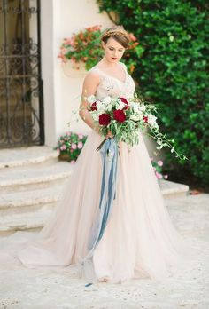 Wedding dress idea; Featured Photographer: Lana Ponomarenko Photography