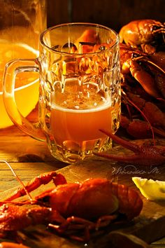 Вареные #раки с #пивом Boiled # crayfish with # beer Food Photo, Still Life, Beer, Good Things, Mugs, Tableware, Root Beer, Ale, Dinnerware
