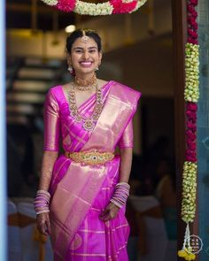 Not just gorgeous lehengas, WedMeGood gallery is a treasure trove of so many pretty Bridal Kanjivaram or Pattu(Silk) Sarees too!The South Indian bride has a timeless and classic vibe to her- right . Indian Bridal Sarees, Indian Bridal Fashion, Bridal Blouse Designs, Saree Blouse Designs, Blouse Patterns, Saree Jewellery, Bridal Jewellery, Gold Jewellery, Bridal Necklace
