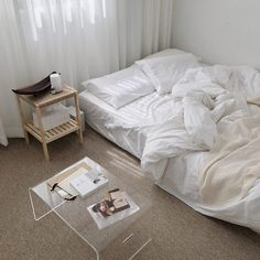Home Interior Salas .Home Interior Salas French Home Decor, Vintage Home Decor, Living Room Decor, Bedroom Decor, Bedroom Ideas, Wall Decor, Minimalist Room, Aesthetic Bedroom, My New Room
