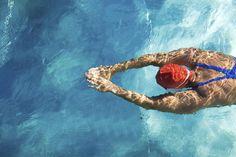 Übung Brustschwimmen im Video: Die perfekte Technik - hier Schritt für Schritt die Übung