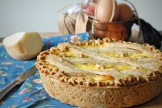 La pastiera salata con provola affumicata e salame è una variante della classica pastiera napoletana dolce. Una ricetta originale che saprà conquistare tutti