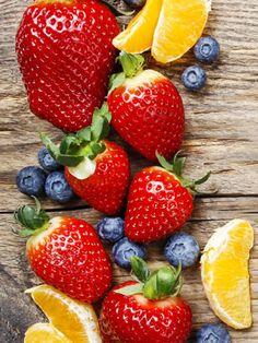 ¿Comemos más -y engordamos- por comer fruta?: http://www.marie-claire.es/belleza/cuerpo/articulo/se-tiene-mas-hambre-por-comer-fruta-771421231704