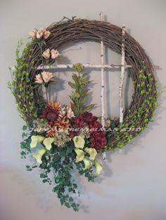 Contemporary Spring Wreath Ikebana Flower Arrangement, Flower Arrangements, Diy Wreath, Grapevine Wreath, Summer Wreath, Spring Wreaths, Botanical Art, Contemporary Design, New Homes