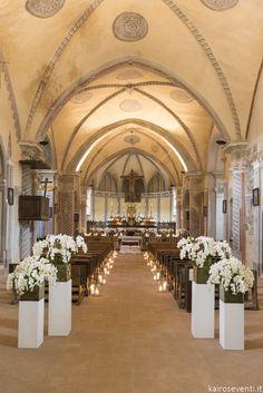Allestimento di orchidee in chiesa | Wedding designer & planner Monia Re -www.moniare.com | Organizzazione e pianificazione Kairòs Eventi -www.kairoseventi.it | Foto Oscar Bernelli