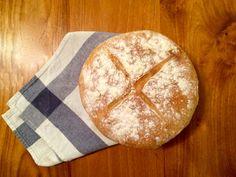 Para hacer cualquier tipo de pan o de masas que requieran de levadura, solo se tiene que ser planificado, el resto es pan comido! Para esta receta de pan campesino, la masa necesita reposar por 2 h…