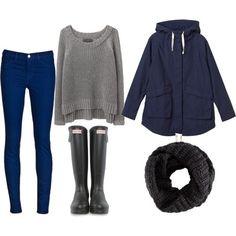 Para el invierno  Los pantalones azules, el suéter gris, la sudadera de capucha azul marino, la bufanda negra, las botas negras  Cuestan: $40 / 37.30€