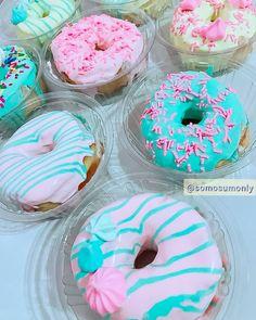 @somosumonly #donuts #donut #rosquinha #sobremesa #boatarde Donuts, Doughnut, Desserts, Food, Dessert Food, Meal, Beignets, Deserts, Essen