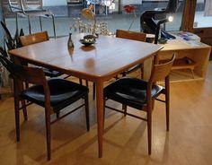 Table de repas en teck, design Henry Rosengren Hansen, éd. Brande Møbelindustri, Danemark, 1960.