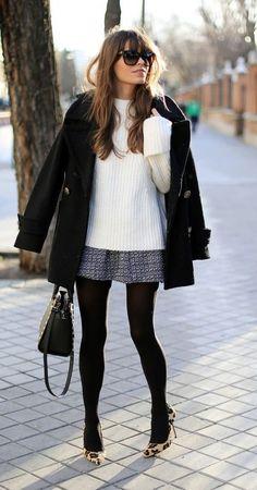 Winter. Suéter e saia de lã com trench coat.