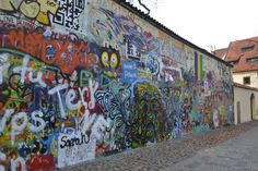 Hotspot Praag: John Lennon wall