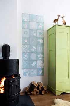 Advent Calendar Geertje Aalders- Boer Staphorst | #aftellen #winter #kerst #blauw #wit #sneeuw #IXXI #wanddecoratie Bekijk meer op www.boer-staphorst.nl/ixxi