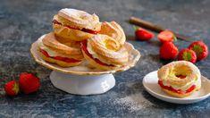 Věnečky z odpalovaného těsta: s jahodami a žloutkovým krémem