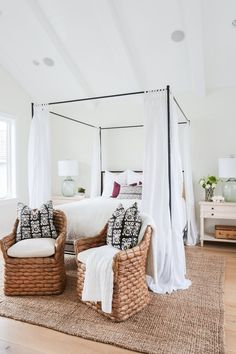 We're all for redoing our bedroom interiors. That's why we're newly obsessed with canopy beds..