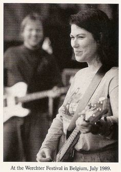pixies - Love her! I want to be kim deal when I grow up. Punk Rock Girls, Alison Mosshart, When Im Bored, Band Photos, Kim Deal, Music Therapy, Music Film, I Icon, Make Me Smile