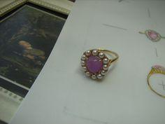 K18ハックマナイト・あこやベビーパールリング 「オフェーリア」 イギリスのラファエロ前派の代表画家「ミレー」の「オフェーリア」をイメージしてデザインしました☆ 稀少石ハックマナイト は太陽光線下でピンクから美しい紫色に変化します☆