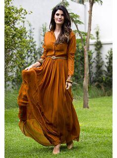 vestido longo Para ficar modesto é preciso cuidado na hora de escolher o tecido e abotoar até em cima!
