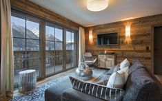 Chalet Zari is a luxury ski chalet in St Anton exclusively run by Kaluma Ski. An exclusive luxury ski apartment part of Chalet Eden Rock. Ski Chalet, Bedroom With Ensuite, Large Bedroom, St Anton, Eden Rock, Chalet Design, Cosy Interior, Bedroom Night, Apartment Chic