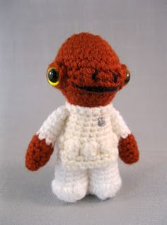 Admiral Ackbar! This site has such cute little doll patterns! Must try to make some of these...