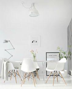 Aprende a decorar con la silla más popular en la actualidad.