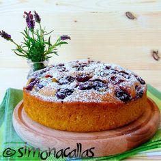 Vegan Sour Cherry Sponge Cake I love sponge cake, I love cherries and of course cherry sponge cake is one of my favorite desserts Genoise Sponge, Sponge Cake, Cherry Cake, Sour Cherry, Vegan Dessert Recipes, Healthy Recipes, Healthy Food, Aquafaba, Vegan Cake