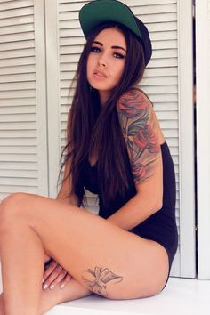 Half sleeve & the bow on the back of her leg .. So want that !