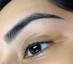 Eyebrow trends have taken over social media. Beauty influencers constantly upload videos of brow shaping techniques, making us question which one is the best. With the threading technique gaining m… Zendaya Eyebrows, Eyebrows Goals, Thin Eyebrows, How To Draw Eyebrows, Natural Eyebrows, Eyebrows On Fleek, Shape Eyebrows, Drawing Eyebrows, Eyebrows Grow