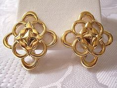 Monet Scalloped Star Clip On Earrings Gold Vintage Open Loop Layers