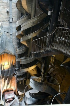 City Museum (St Louis) Seven story slide - the coolest ever. I've never wanted to go to St Louis so much. Oh The Places You'll Go, Places To Travel, Places To Visit, Missouri, Amazing Architecture, Art And Architecture, St Louis City Museum, Stairway To Heaven, Grand Stairway