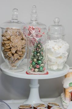 DIY hot cocoa bar for a fun and festive holiday decor in the kitchen. DIY hot cocoa bar for a Gold Christmas, Simple Christmas, Christmas Home, Christmas Holidays, Christmas Decorations For The Home, Farmhouse Christmas Decor, Kitchen Xmas Decorations, Christmas Aesthetic, Holiday Festival