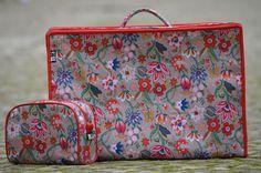 Mala Vintage dobrável Material: Nylon polyester Dimensões: Comp x Larg x Espessura (cm).  49 x 33,5 x 15 Para informações ou encomendas enviar msg privada ou e-mail para timdesign3@gmail.com ----------------- Bag Vintage folding nylon polyester Dimensions : Leng x thickness x lang (cm ) . 49 x 33.5 x 15 For more information or orders send private msg or email to timdesign3@gmail.com