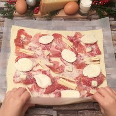 Four Cheese snowflakes Snacks für party Snacks Pizza, Snacks Für Party, Pizza Recipes, Appetizer Recipes, Cooking Recipes, Appetizer Dinner, Tasty Videos, Food Videos, Good Food
