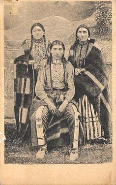 Souwangesheick and his two wives - Cree - circa 1900