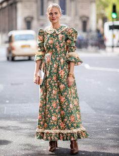 London Fashion Week Street Style Accessories Spring 2019 Day 5 - The Impression Street Style Trends, Spring Street Style, Style Année 70, Style Retro, London Fashion Weeks, Modest Fashion, Women's Fashion Dresses, Prarie Dress, London Stil