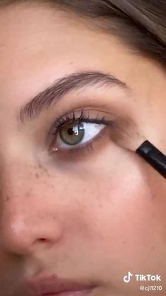 Makeup Tutorial Videos, Makeup Pictorial, Makeup Looks Tutorial, Makeup Videos, Makeup Eye Looks, Eye Makeup Steps, Blue Eye Makeup, Beauty Makeup, Natural Makeup